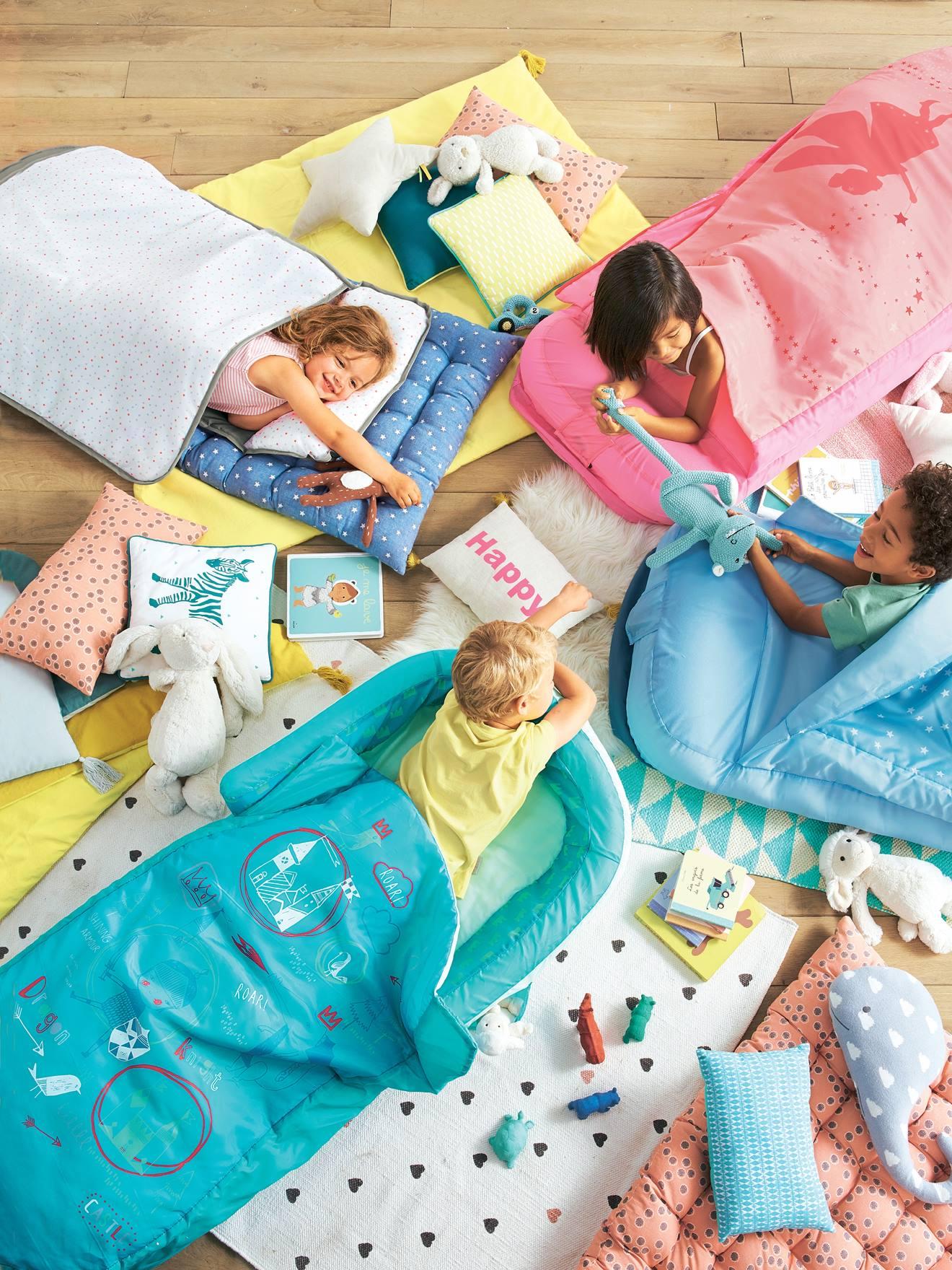 Vertbaudet Kinderschlafsack Mit Luftmatratze Quot Autos Quot In Car